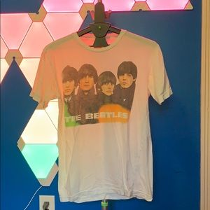 URBAN OUTFITTERS BEATLES TEE WHITE — MEDIUM
